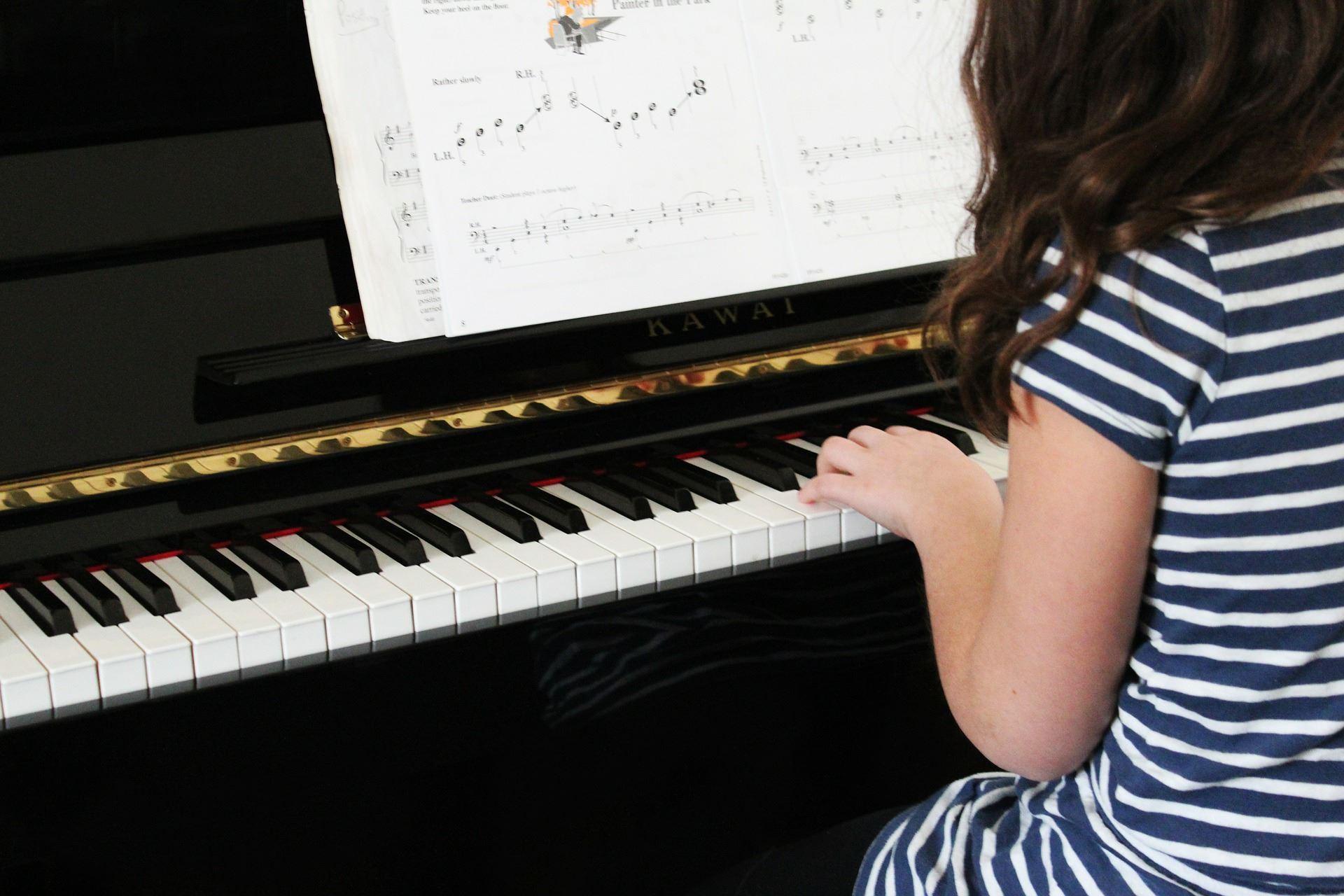 Il ruolo della musica nella crescita del bambino: dal feto all'adolescenza