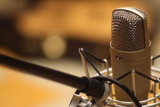 Posizionare adeguatamente il microfono in camera evita fastidiose riflessioni sonore.