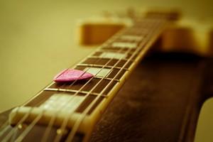 Anche chitarre economiche, collegate ad un buon amplificatore, restituiscono risultati soddisfacenti.