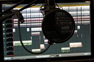 Siti come Song Service forniscono tracce Midi dei brani che state cercando, da importare nel vostro software a adattarli alle vostre necessità.