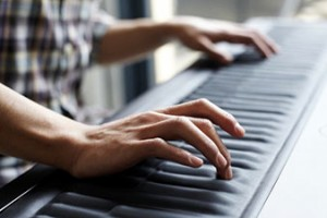 Il prezzo è decisamente altino ma ne vale la pena: Seaboard ROLI è l'interfaccia musicale destinata a segnale una svolta nel mondo degli strumenti digitali.