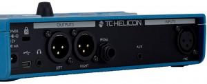 Il pedale TC Helicon VoiceLive Paly è dotati di ingresso cuffie, uscita USB ed ingresso XLR, per comunicare con ogni interfaccia e piattaforma: dal mac portatile al banco mixer.