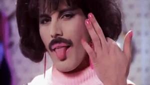 Irriverente, provocatorio, sopra le righe: Freddie Mercury ha rappresentato una delle più grandi icone rock di sempre.