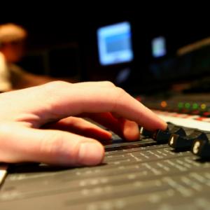 Nel campo del missaggio musicale è importante osservare alcuni precetti. Ma anche le violazioni alla regola costituiscono una buona scuola :)