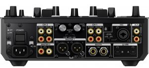 """Il """"lato B"""" di un mixer analogico. Sia che la vostra apparecchiatura sia digitale o analogica, è fondamentale capire il percorso del segnale, così da poter agire in qualunque situazione."""