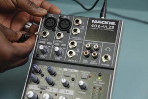 Mixer audio: un'attrezzatura la cui presenza è assolutamente fondamentale in sede live e studio.