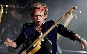 Quella di Keith Richards è senz'altro una delle biografie musicali più appassionanti dlla storia del rock.