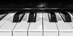 Il pianoforte, in virtù della sua mole, può diventare un serio dal punto di vista della gestione acustica.